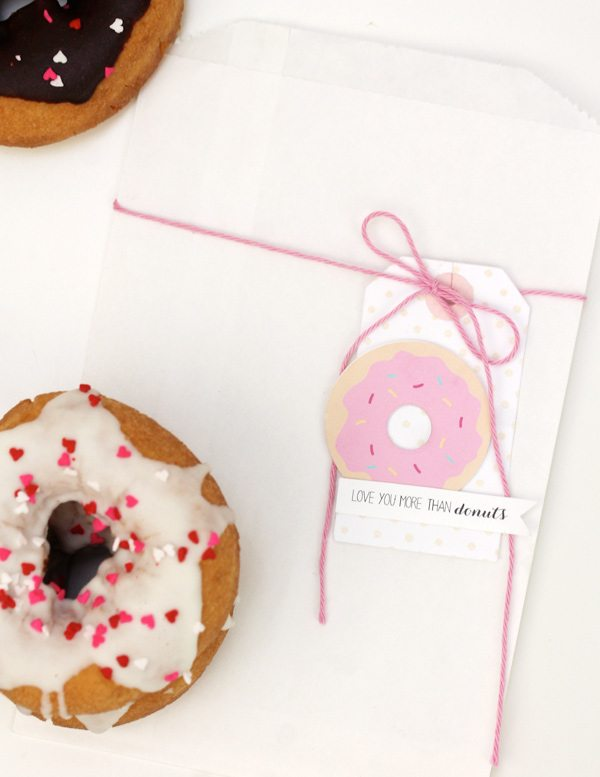 Easy Like Sunday Morning: Glazed Donut Favors | Damask Love Blog