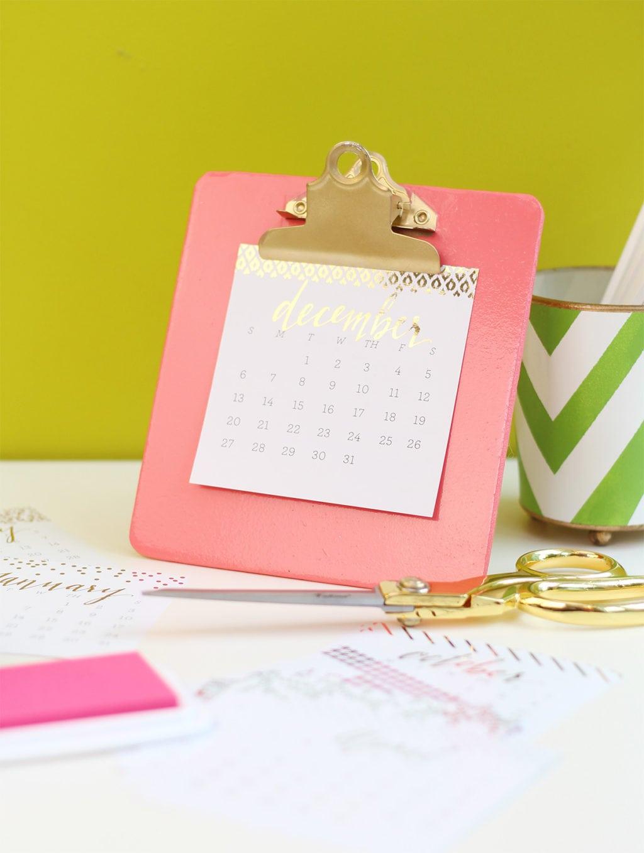 DIY Clipboard Easel and Foiled Calendar | Damask Love