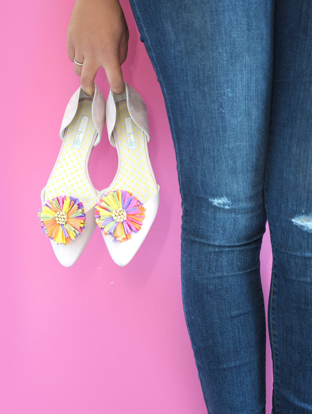 DIY Raffia Shoe Clips | damask love
