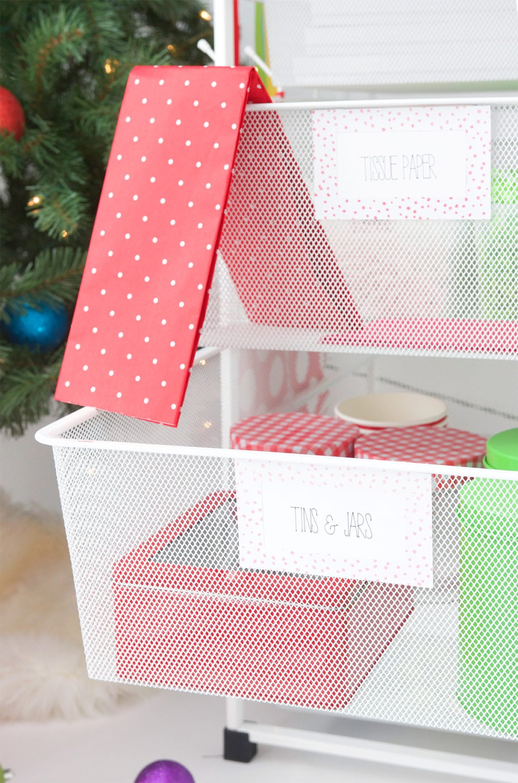 How to Gift Wrap You Holidays with Elfa | damask love