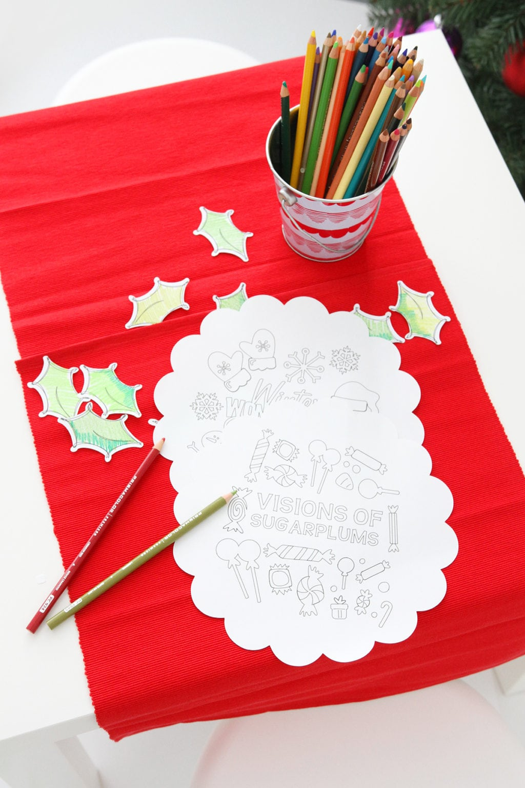 DIY Christmas Coloring Table | damask love
