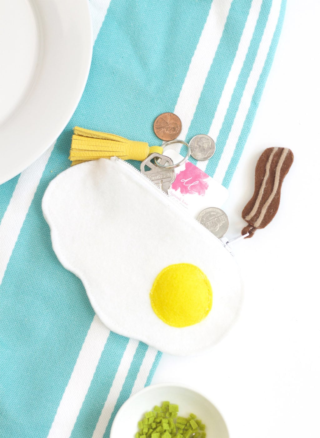 DIY Fried Egg Felt Zipper Pouch