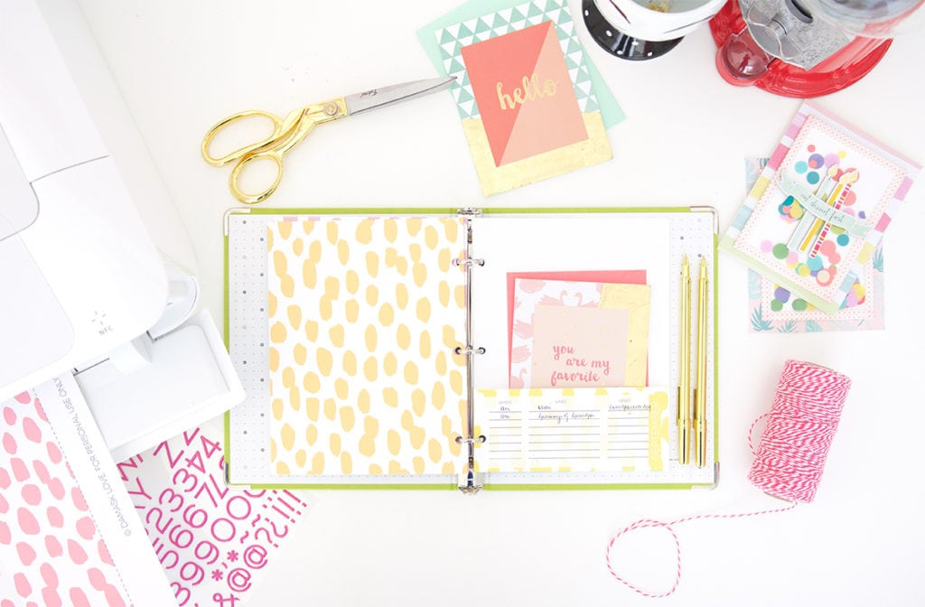 Keep your stationery organized and ready to use with this DIY stationery organizer binder