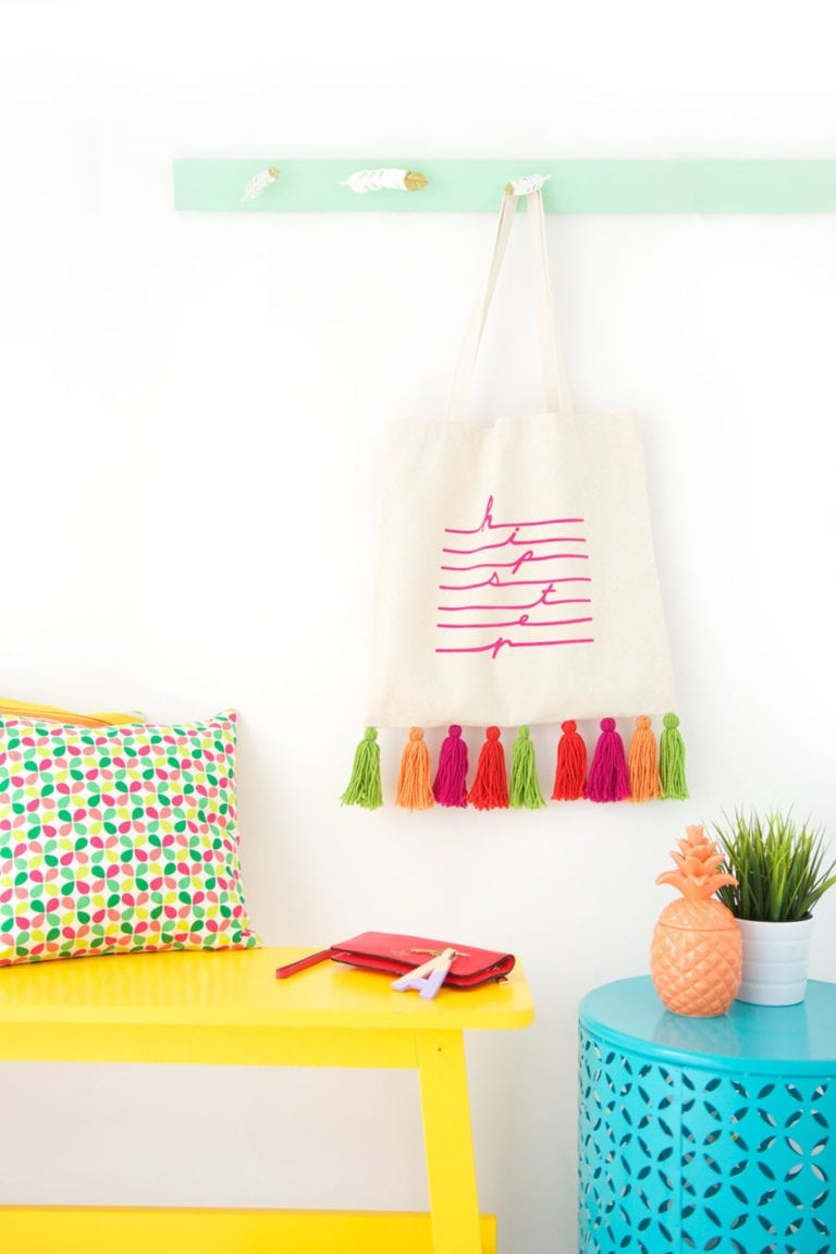 Easy Yarn Tassel Tote Bag
