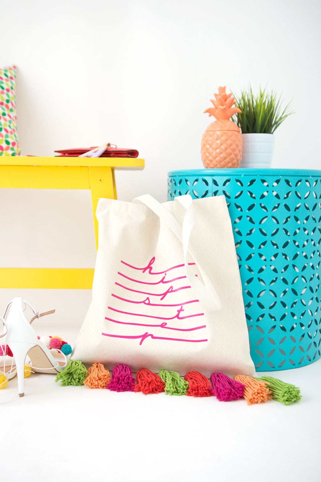 Creating a tassel tote bag has never been easier or more stylish. Usher in the summer with this tote that will turn heads.
