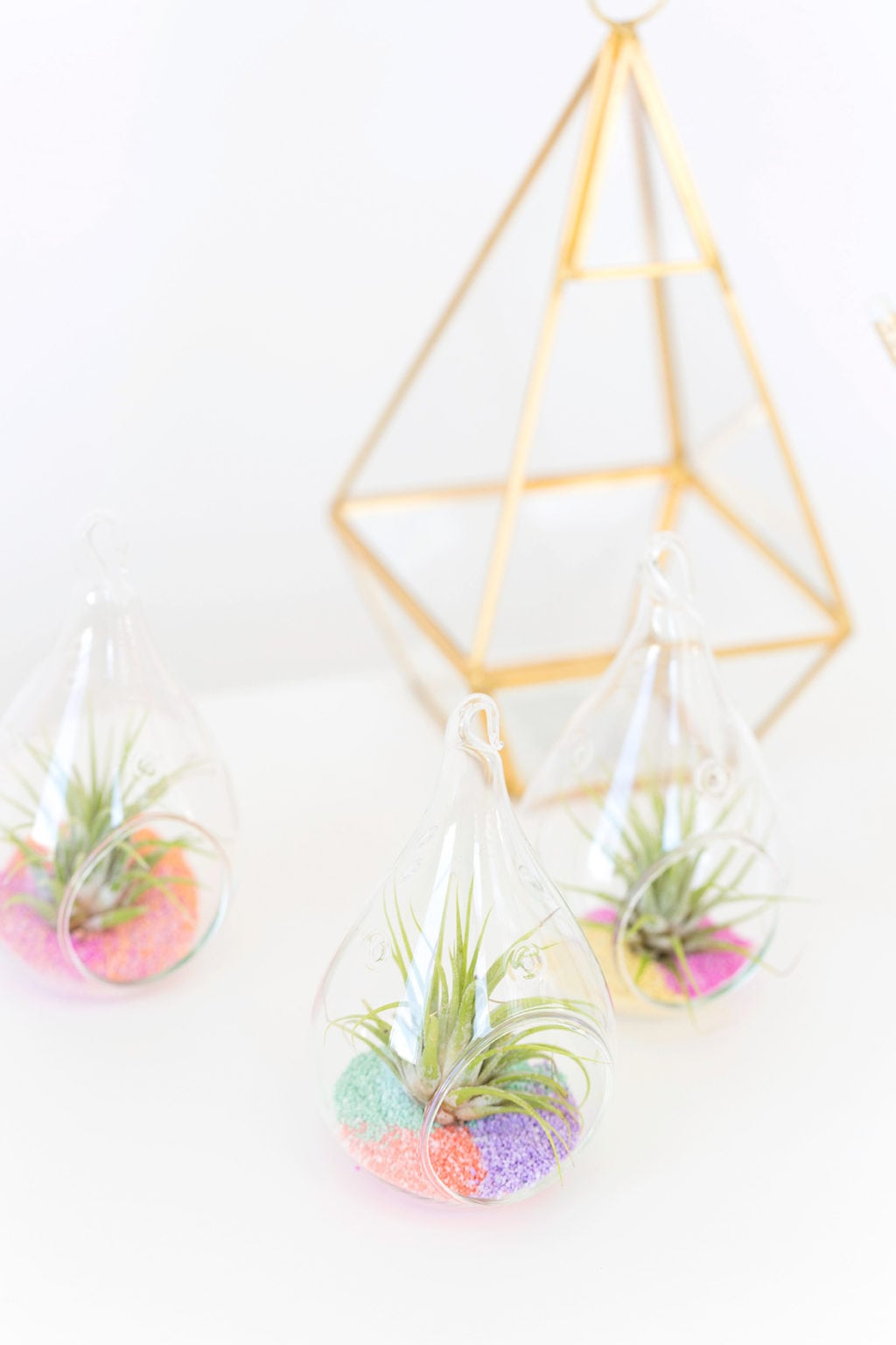 remember when you made colored sand as a kid? well, I'm giving it an adult makeover with these @methodhome and their #fearnomess campaign to make DIY Colored Sand Air Plants