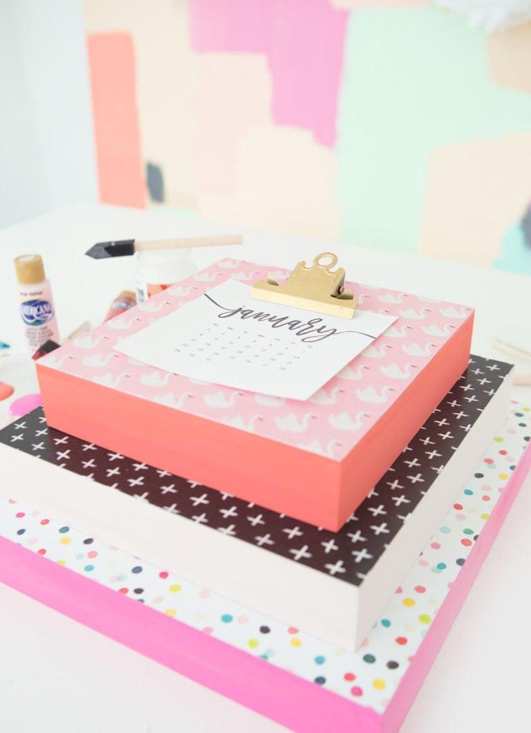 DIY Calendar Clipboard + Free Printable Calendar