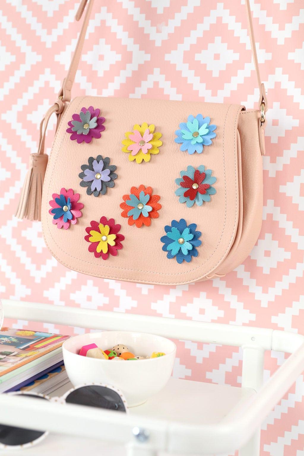 DIY Leather Flower Crossbody Purse | damask love