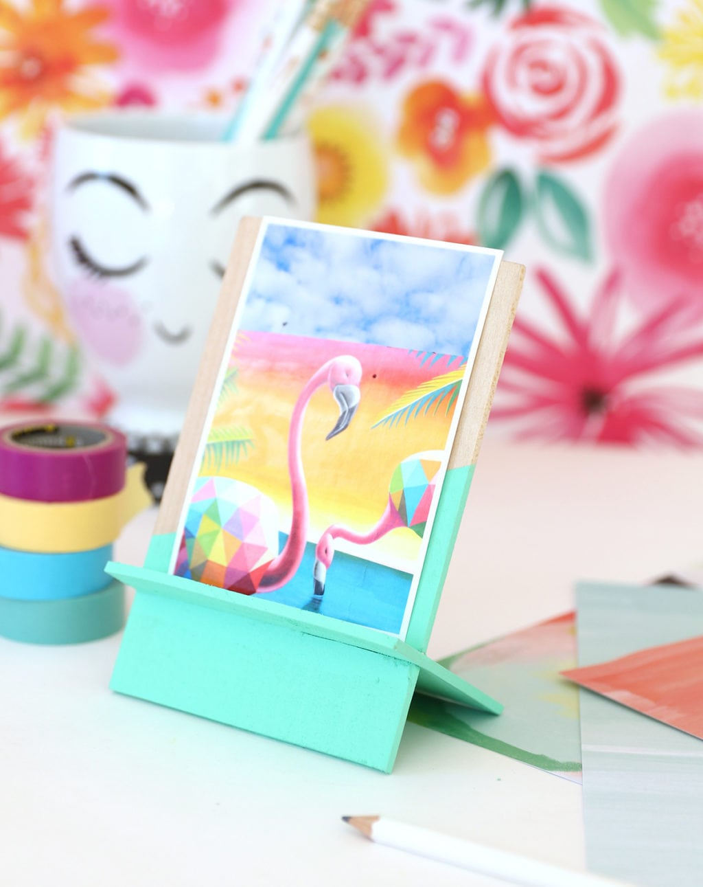 DIY Wooden Photo Easel | damask love