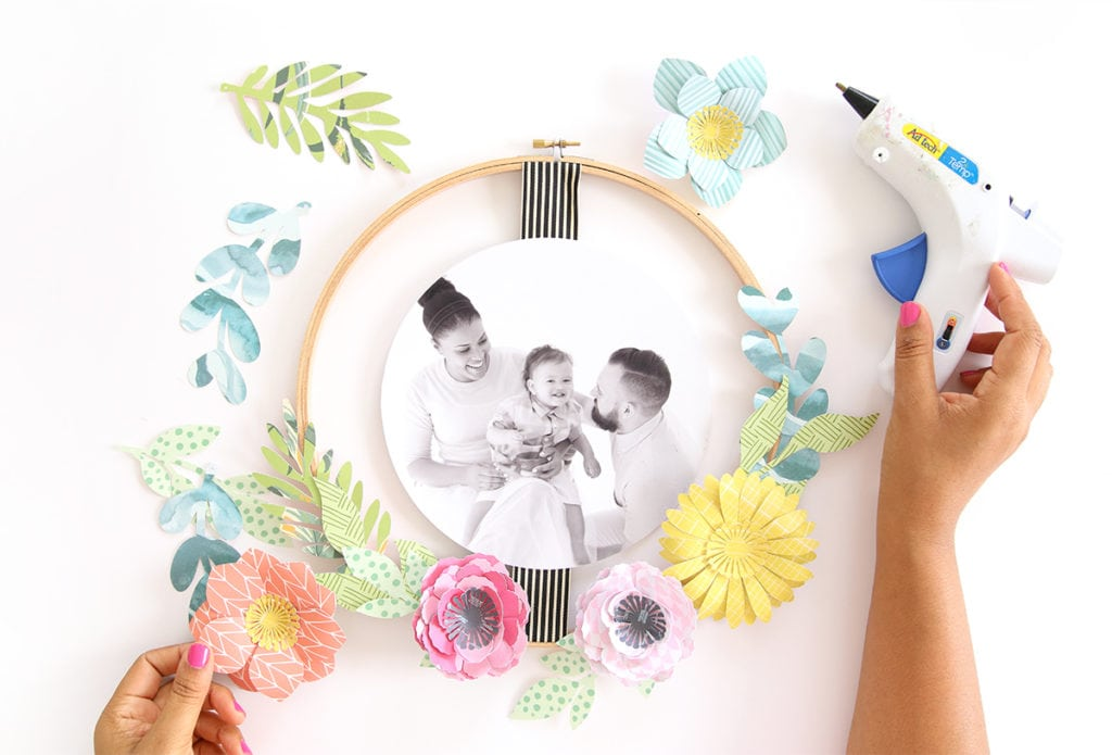 DIY Embroidery Hoop Wreath Photo Frame | damask love