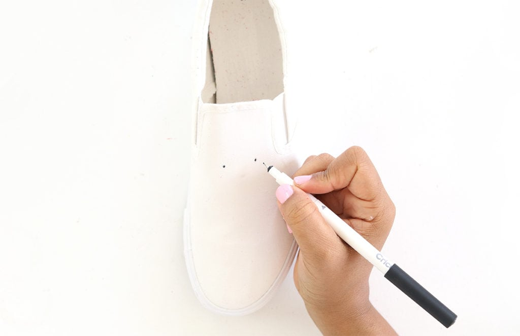 DIY Tassel Sneakers | damask love