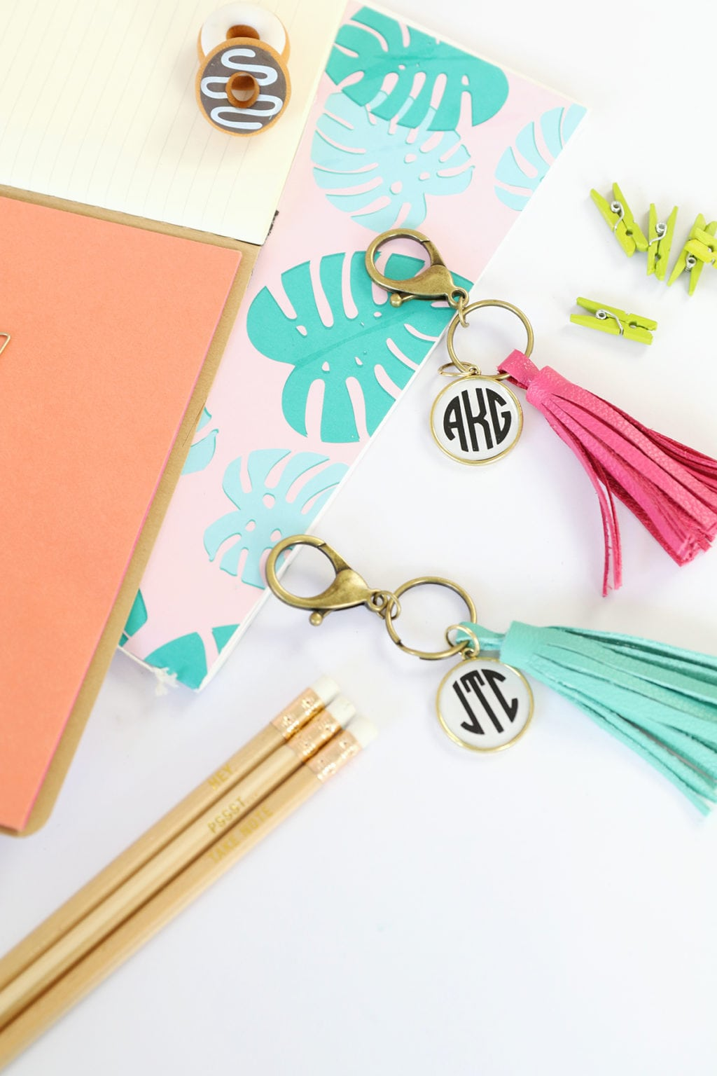 Easy Monogram Tassel Keychains | damask love