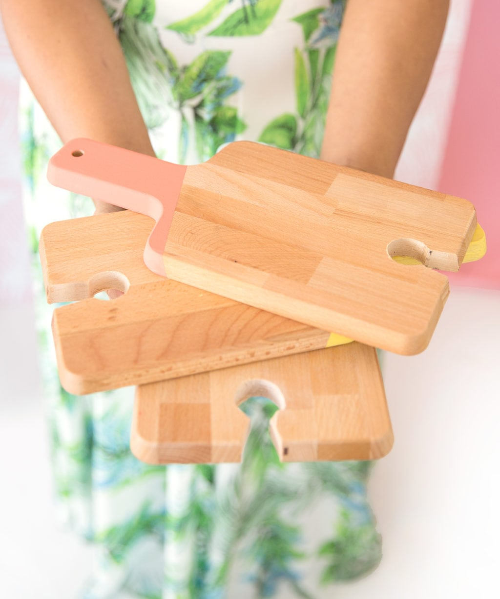 DIY Cutting Board Cocktail Plates | damask love