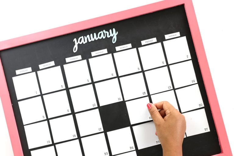 DIY Magnetic Whiteboard Calendar with DYMO MobileLabeler
