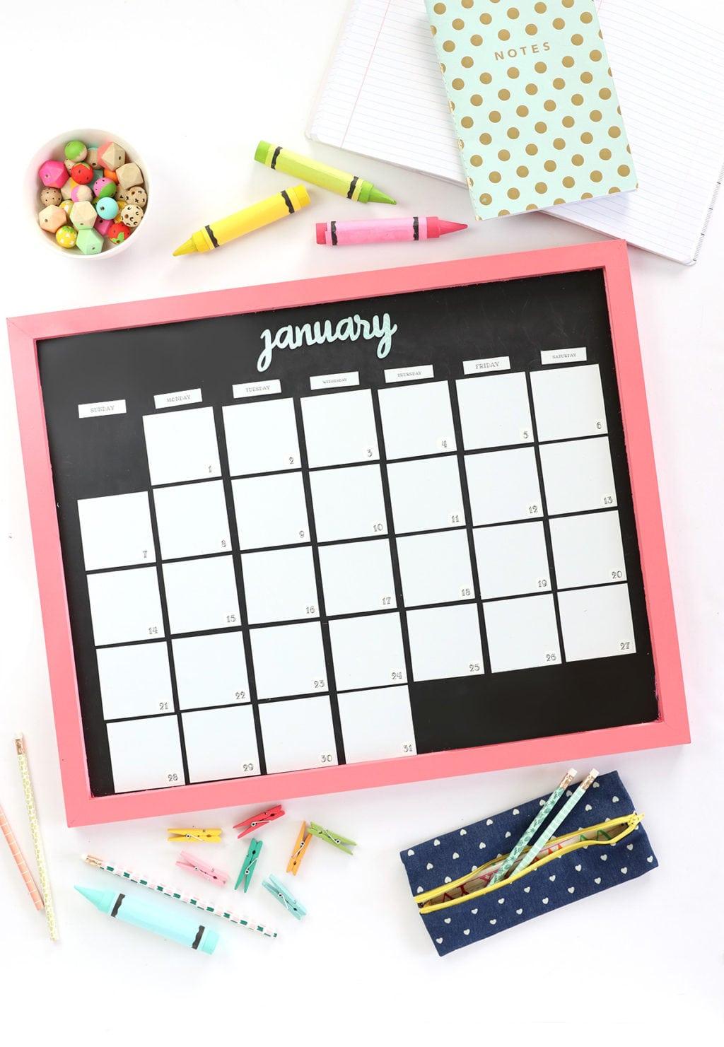 Diy Calendar Magnets : Diy magnetic whiteboard calendar with dymo mobilelabeler