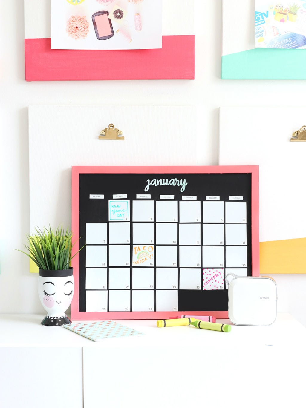 DIY Magnetic Whiteboard Calendar with DYMO MobileLabeler | damask love