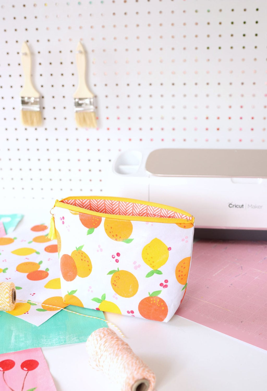 How to Paint your own Patterned Fabric | damask love