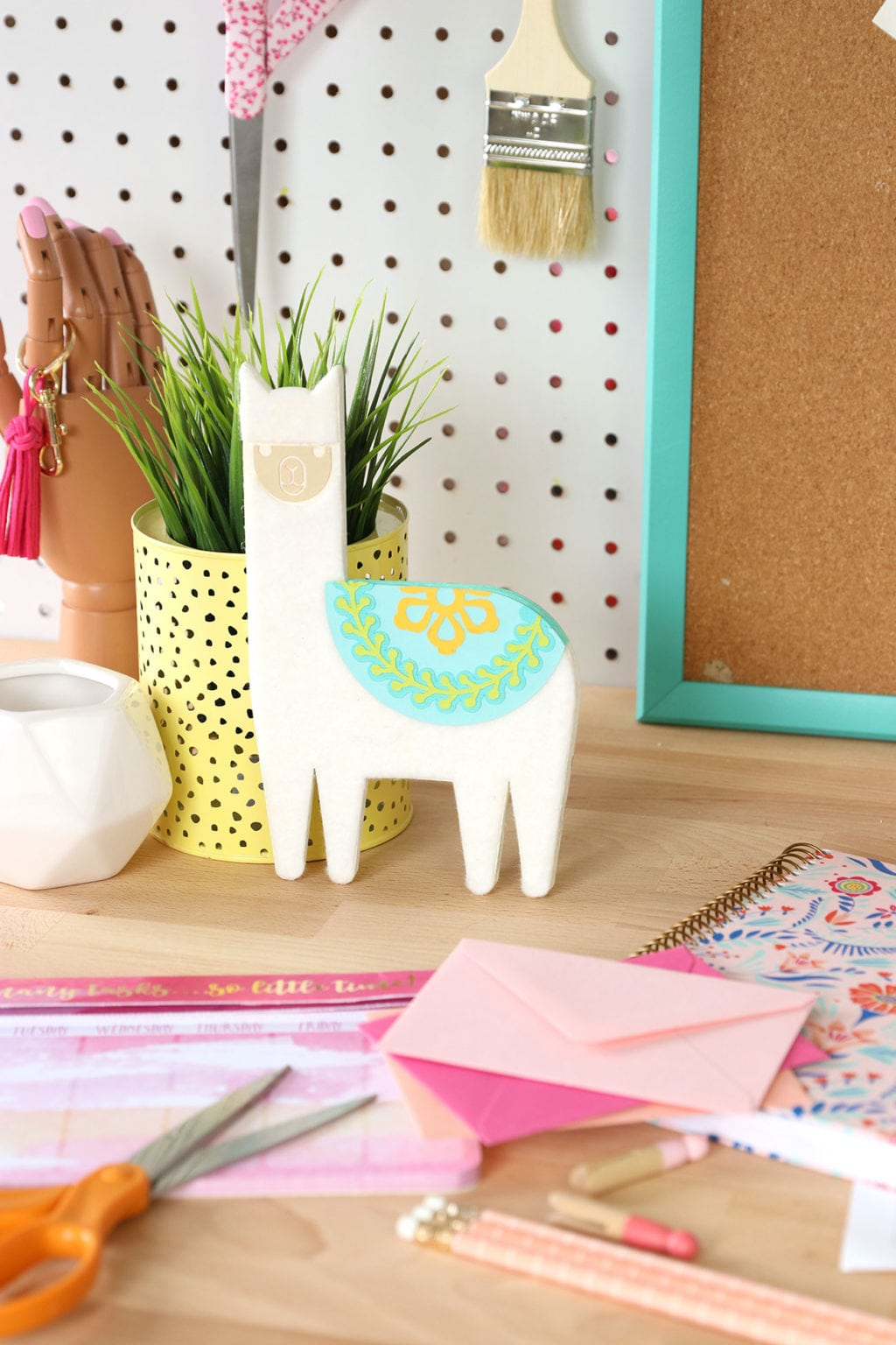 DIY Chipboard Llama Desk Buddy | damask love