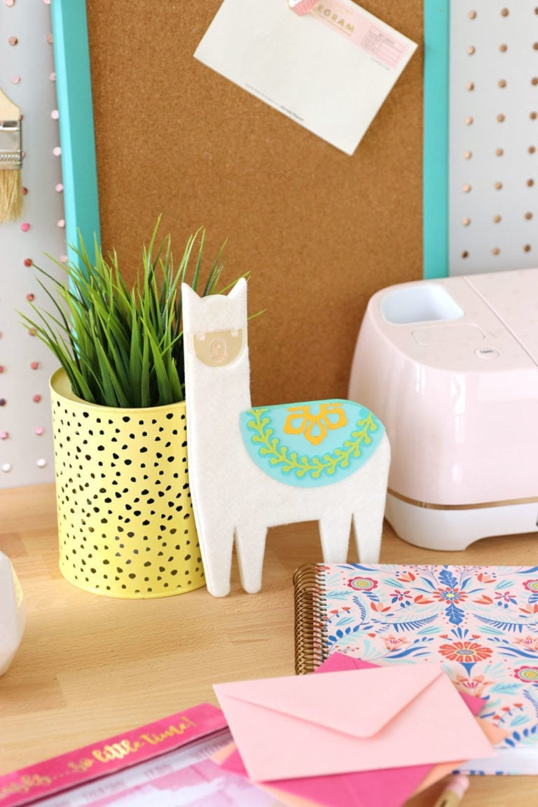 DIY Chipboard Llama Desk Buddy with Cricut Maker