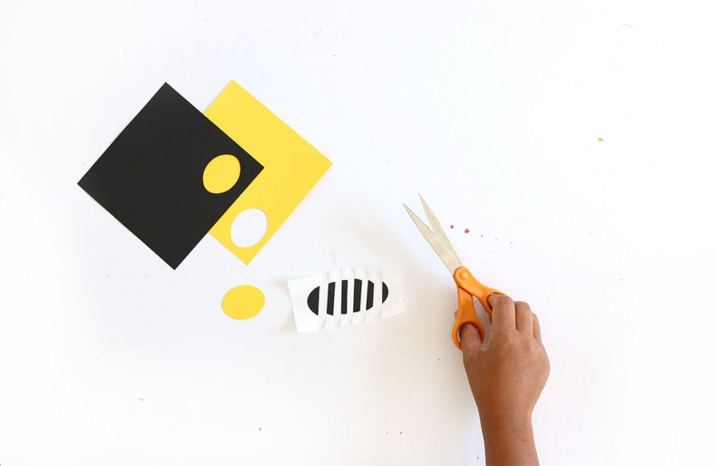Ring in the spring with this easy to make paper bumble bee garland that uses paper and just a few other basic supplies!