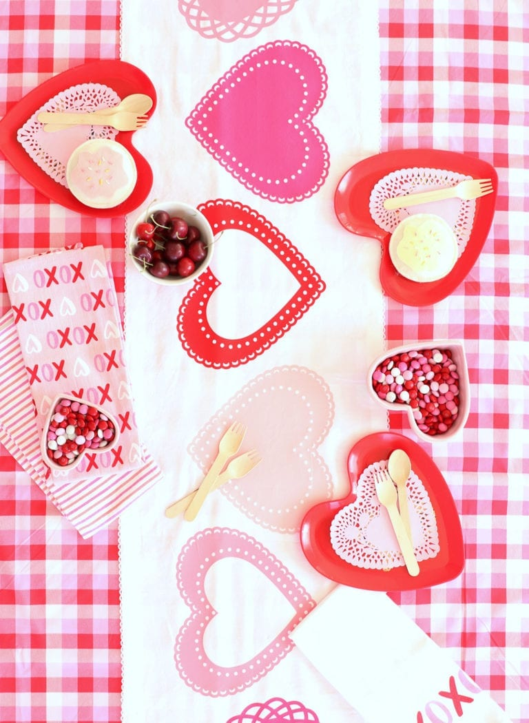 Cricut Valentine's Day Table Decor
