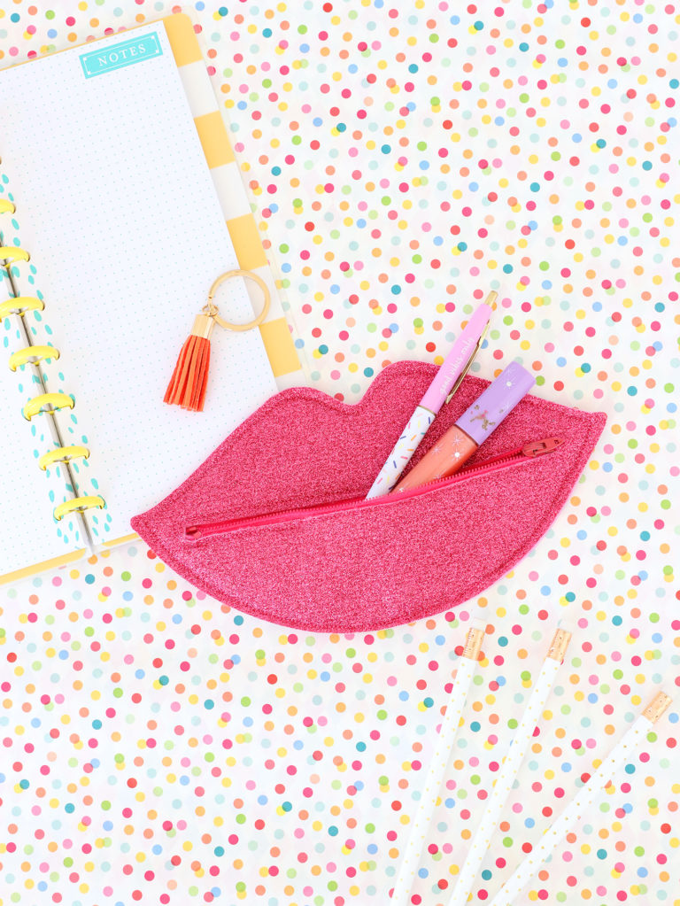 How to Make a Lip Shaped Zipper Pouch